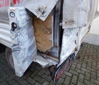 Unfallschaden an einem Kleinlaster in Varel