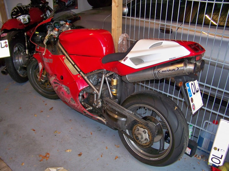 verunfalltes_Motorrad_Ducati_998_S